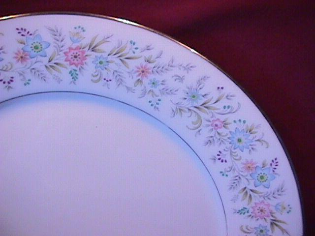 Noritake China (Blythe #2037) Dinner Plate + 2 Cups & Saucers