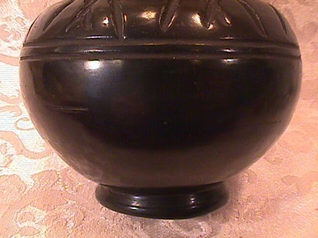 SAN ILDEFONSO INDIAN PLAIN BLACKWARE POTTERY VASE