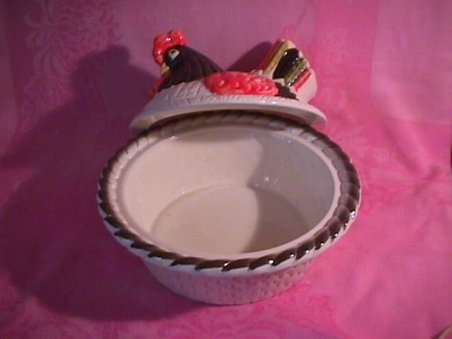 Metlox-Red Rooster -Large Hen Covered Casserole