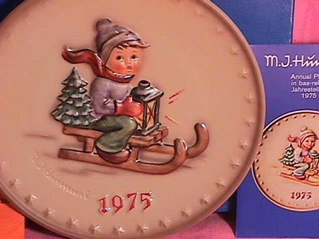 Hummel Annual Christmas Plate-1975 Mint W/Box