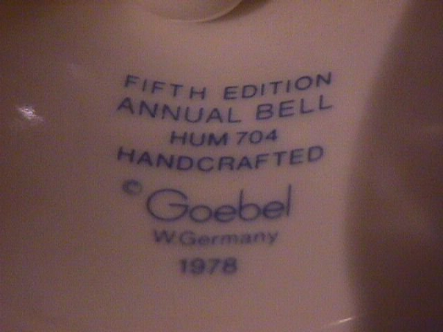 Hummel Annual Bell=1982= 5th Edition: She Loves Me, She Loves Me Not
