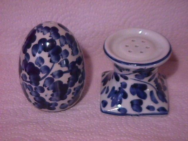 Delft Blue Type Salt & Pepper Shaker
