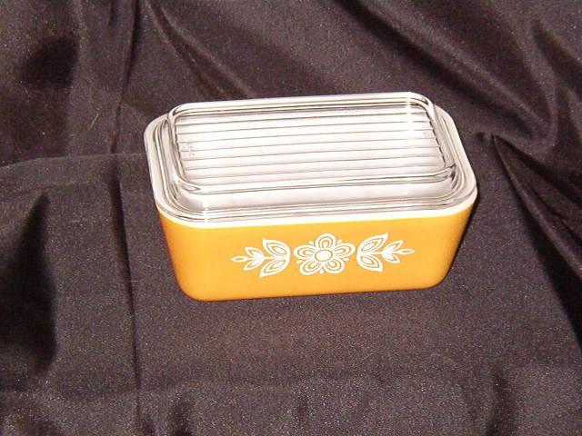 Pyrex Butterfly Gold Refrigerator Dish