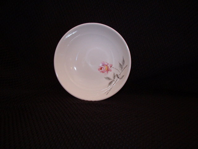 Universal Rosette Ballerina Fruit Bowl