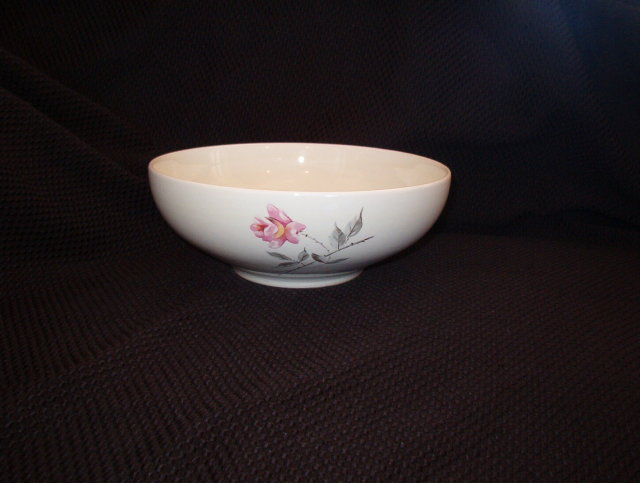 Universal Rosette Ballerina Salad Serving Bowl