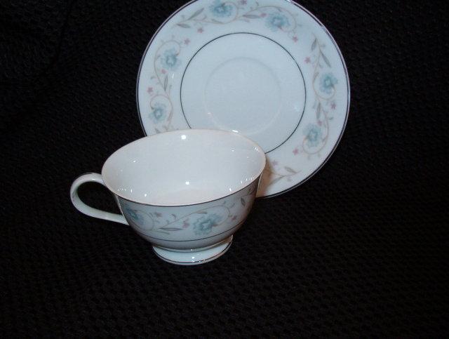 Fine China Japan English Garden Cup & Saucer