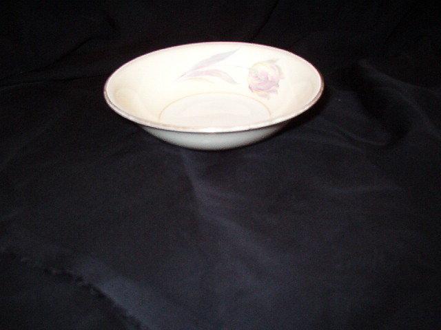 Homer Laughlin Tulip Eggshell Nautilus Fruit Bowl
