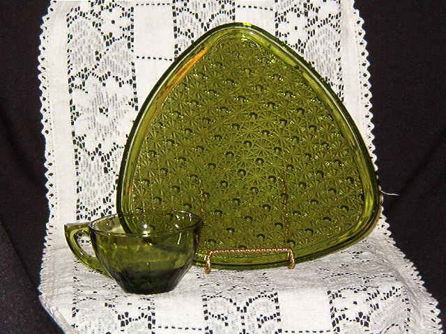 Anchor Hocking Daisy & Button Green Snack Set
