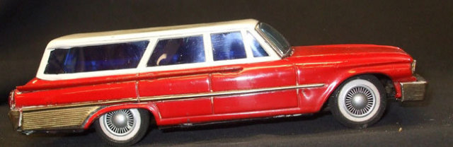 Vintage Ford Stationwagon Battery Operated TinToy Japan