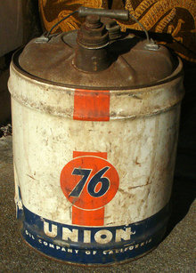 Vintage Union 76 Gas oil Tin Can 5 Gal. with Handle