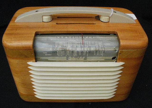 Vintage Wood Table Top Packer Bell Radio, Works Great