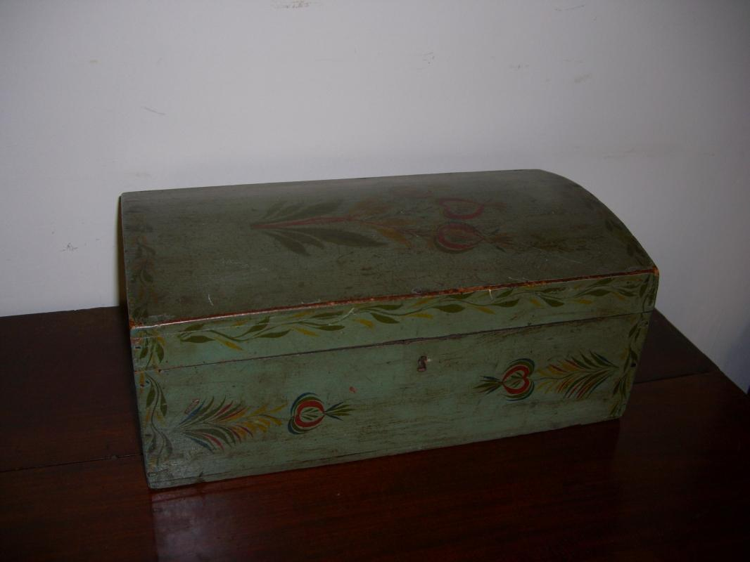 Painted New  Hampshire Dower Box