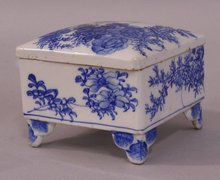 Japanese Arita ware porcelain blue and white box