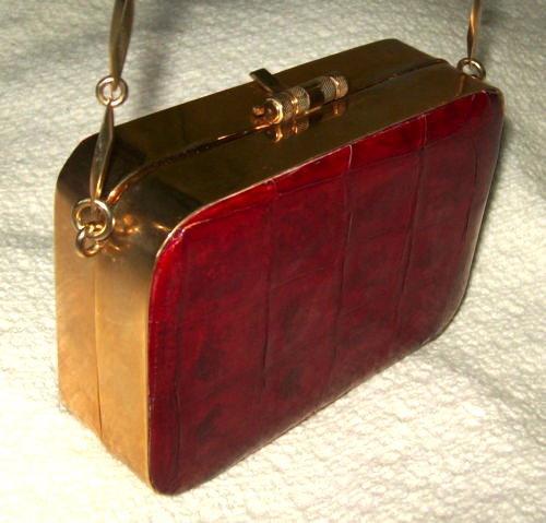 VINTAGE ALLIGATOR PURSE/RED SKIN/GOLD HARD CASE & CHAIN/1940S-50S