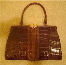 VINTAGE ALLIGATOR HANDBAG W/ SPINES, KELLY STYLE, CHANGE PURSE & MIRROR C.1950S