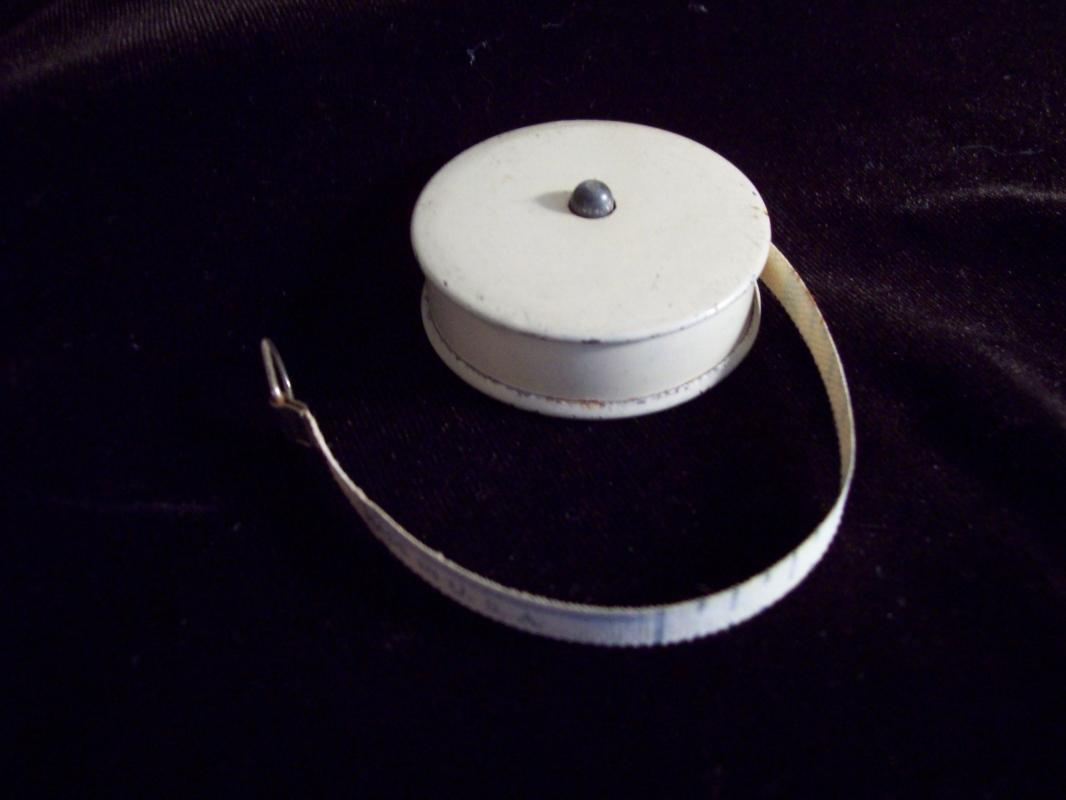 Button Release / Retract Oilcloth Tape Measure / Sewing Notion