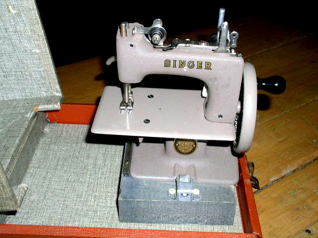 Singer Chld's Sewing Machine with Case