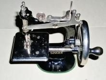 Singer Child's Sewing Machine, Model 20.