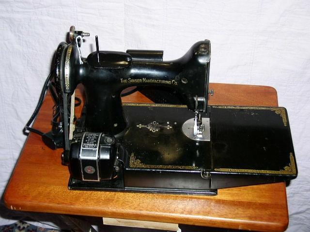 Singer Featherweight  221 Sewing Machine