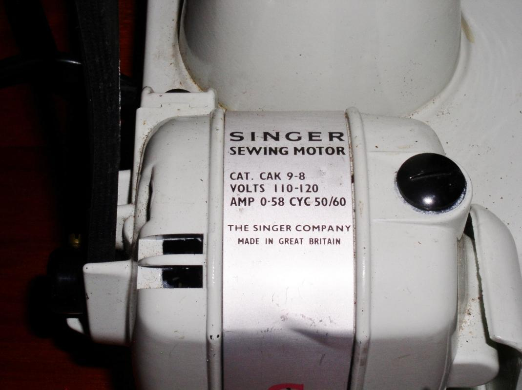 Singer Featherweight Model 221K-7,   White