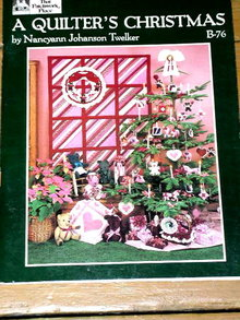 A Quilter's Christmas -  Quilt Book  -  QK