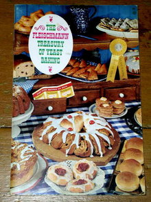 Fleischmann Treasury of Yeast Baking  Cookbook