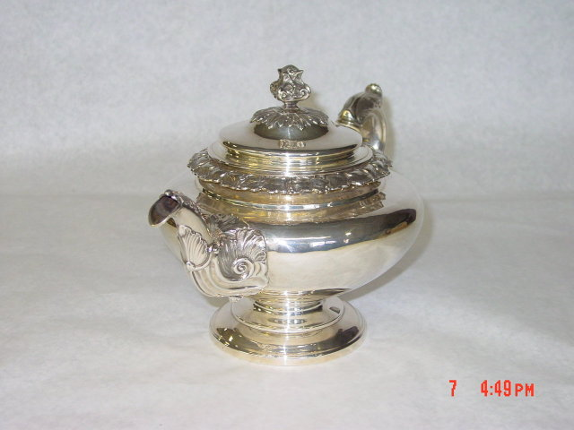 Antique tea pot William IV Edimburgh 1832