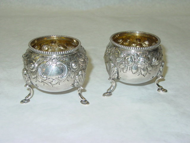 Kirk & Sons repousse pair salt cellars America 1890