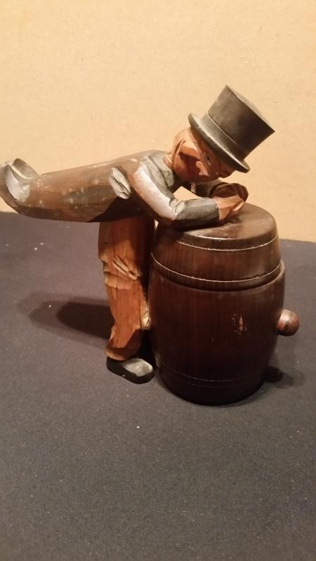 Anri Man on Barrell Cigarette Container