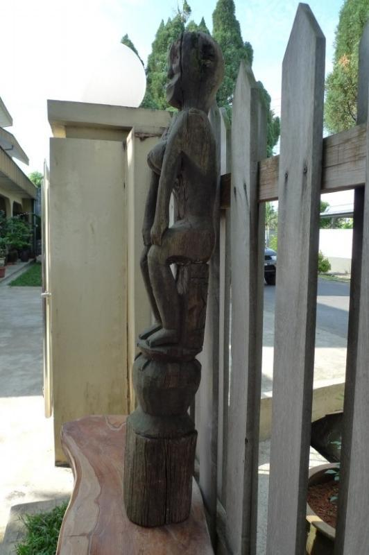 FEMALE FERTILITY GUARDIAN 1140mm POLE STATUE Aged Dayak Sculpture Figure Borneo