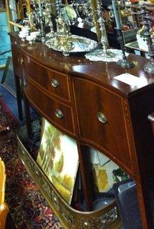 Elegant Hepplewhite Mahogany Sideboard