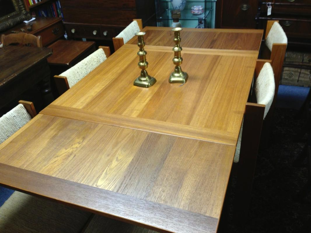 Beautiful Danish Mid-Century / Modern Teak Drop-Leaf Dining Table