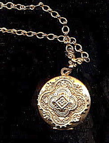 1928 Signed Goldtone Intricate Locket Necklace