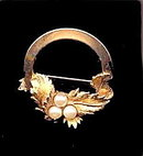 Sarah Coventry 'Endearing' 1967 Wreath Pin