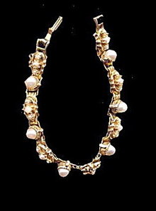 "Vintage 7"" Goldtone with Faux Pearls Bracelet"