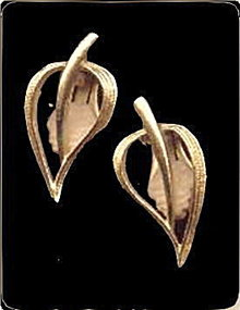 1966 Sarah Coventry 'Simplicity' Earrings
