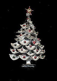 Lovely Vintage Silvertone Christmas Tree Brooch