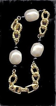 Lovely Vintage Napier Goldtone/Faux Pearl Bracelet