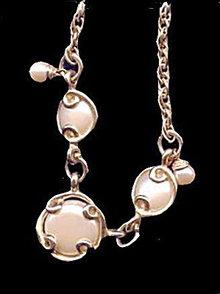 Lovely Vintage Circles Goldtone & Cream Necklace