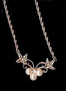 Lovely Vintage Faux Pearl Floral Choker Necklace