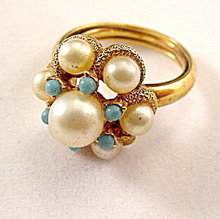 Vintage Faux Pearl & Goldtone AVON Ladies Ring