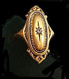 Avon 'Kensington' Gold Tone w Rhinestone Ladies Ring