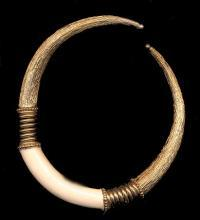 Vintage Cream & Goldtone Metal Choker Necklace