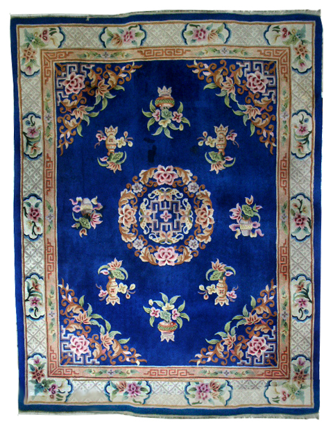 85.5842 Large Chinese Rug with Decorative Pattern