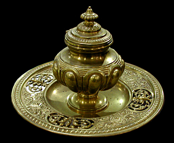 70.3328 Antique Bronze Inkwell with Round Base & Foliate Details