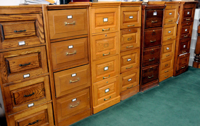23.076 Fantastic Four-Drawer Oak Filing Cabinet
