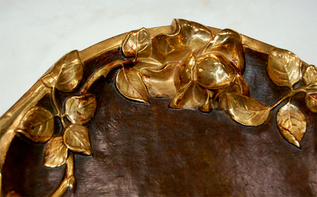 6805 Round Bronze Plate with Grape Vines