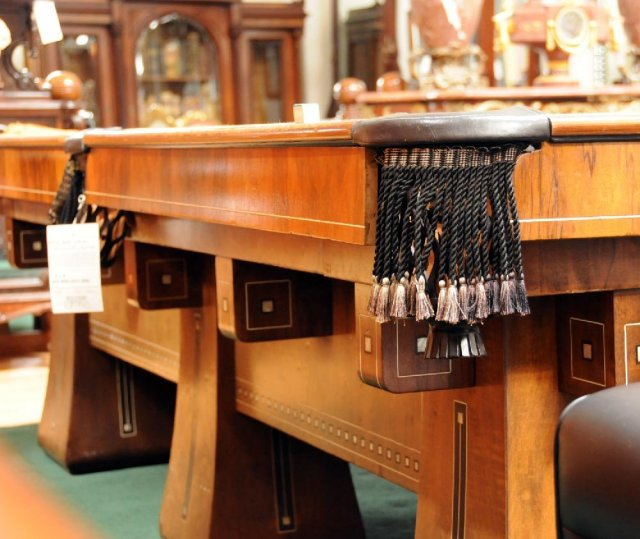 6928 Brunswick Six-Legged Kling Table