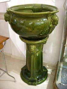 7031 Green Majolica Planter