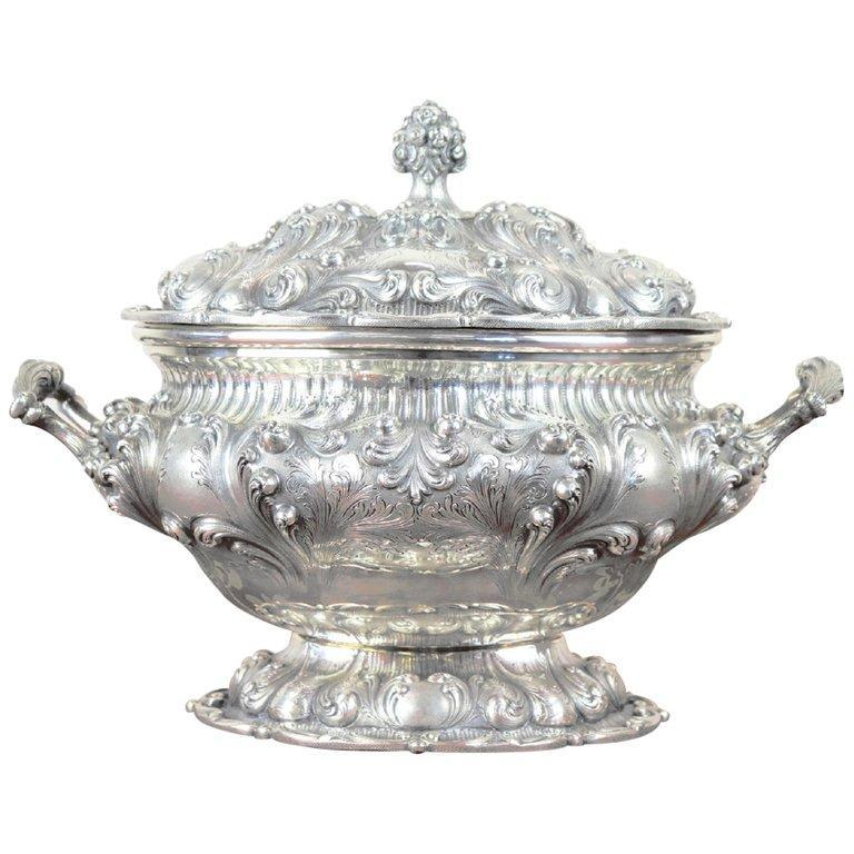 20th Century Italian Baroque Style 800 Silver Soup Tureen or Centrepiece